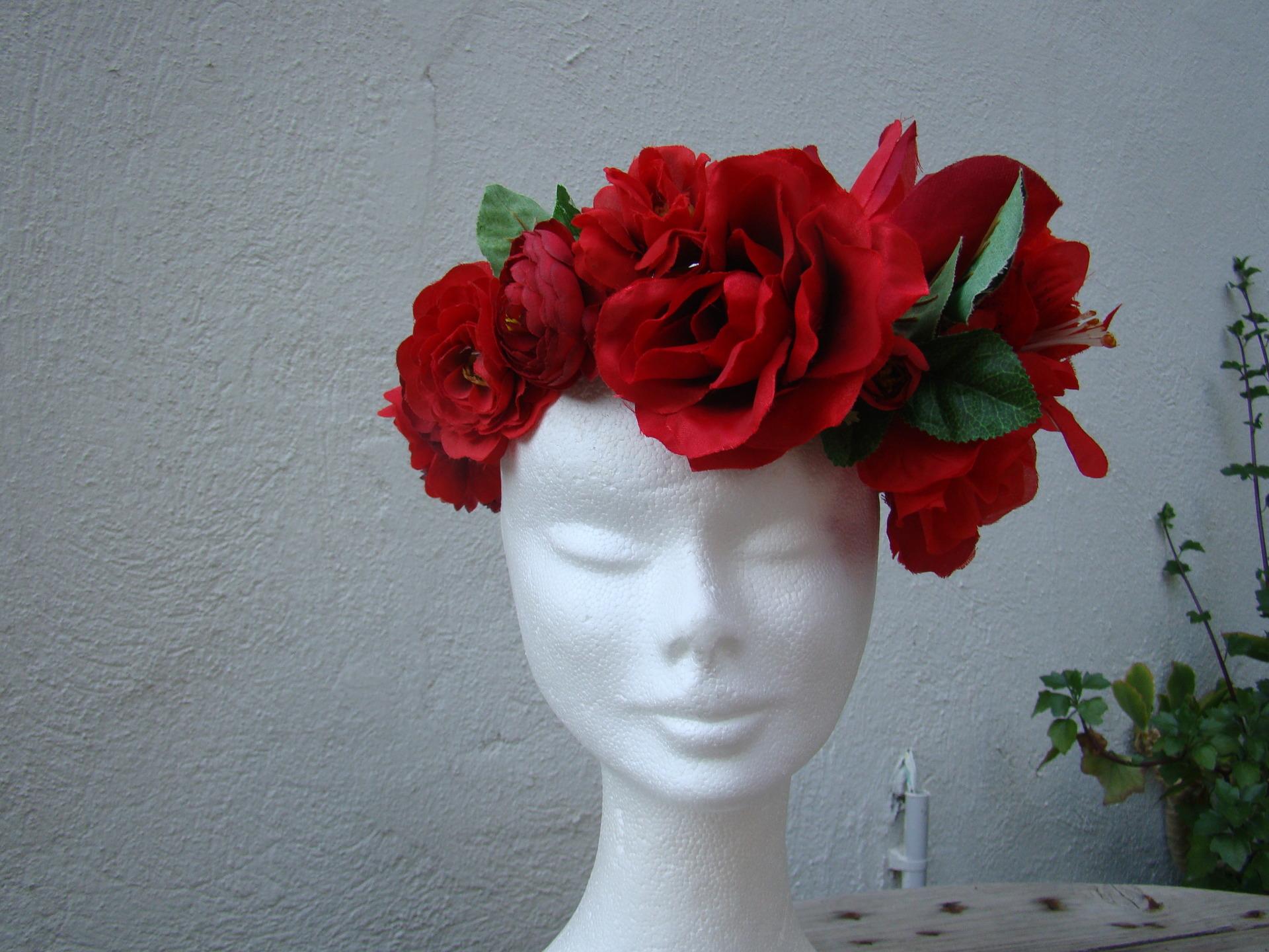 Couronne de fleurs rouge pivoine etc for Couronne de fleurs