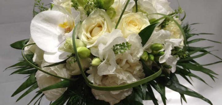 composition fleurs blanches pivoine etc. Black Bedroom Furniture Sets. Home Design Ideas
