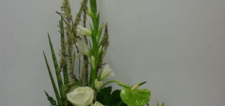 Composition florale avec glaieuls pivoine etc for Composition florale exterieur hiver