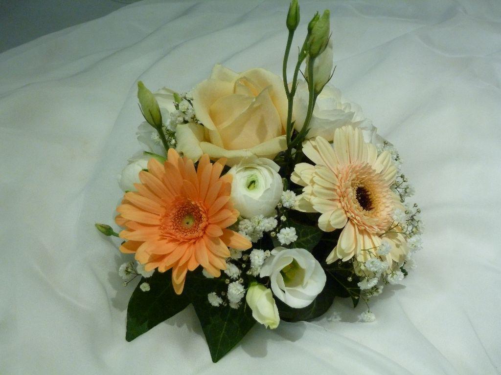 composition florale centre table - pivoine etc